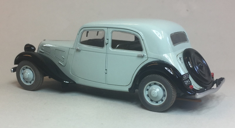 1//350 French Citroën Traction Avant x 5